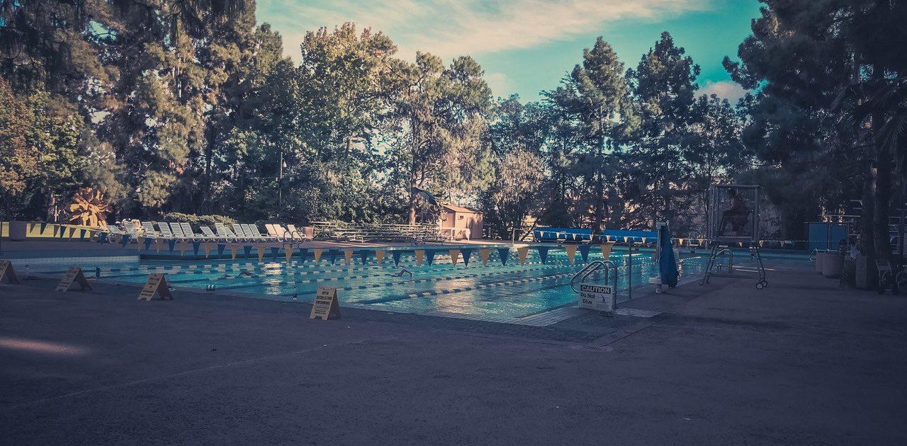 UCLA : Piscine comprise