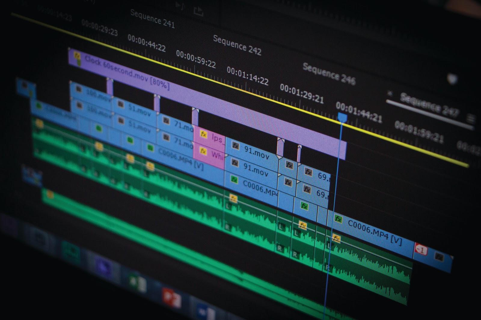 Les derniers logiciels de montage professionnel sont maîtrisés à la fin d'une formation de monteur vidéo