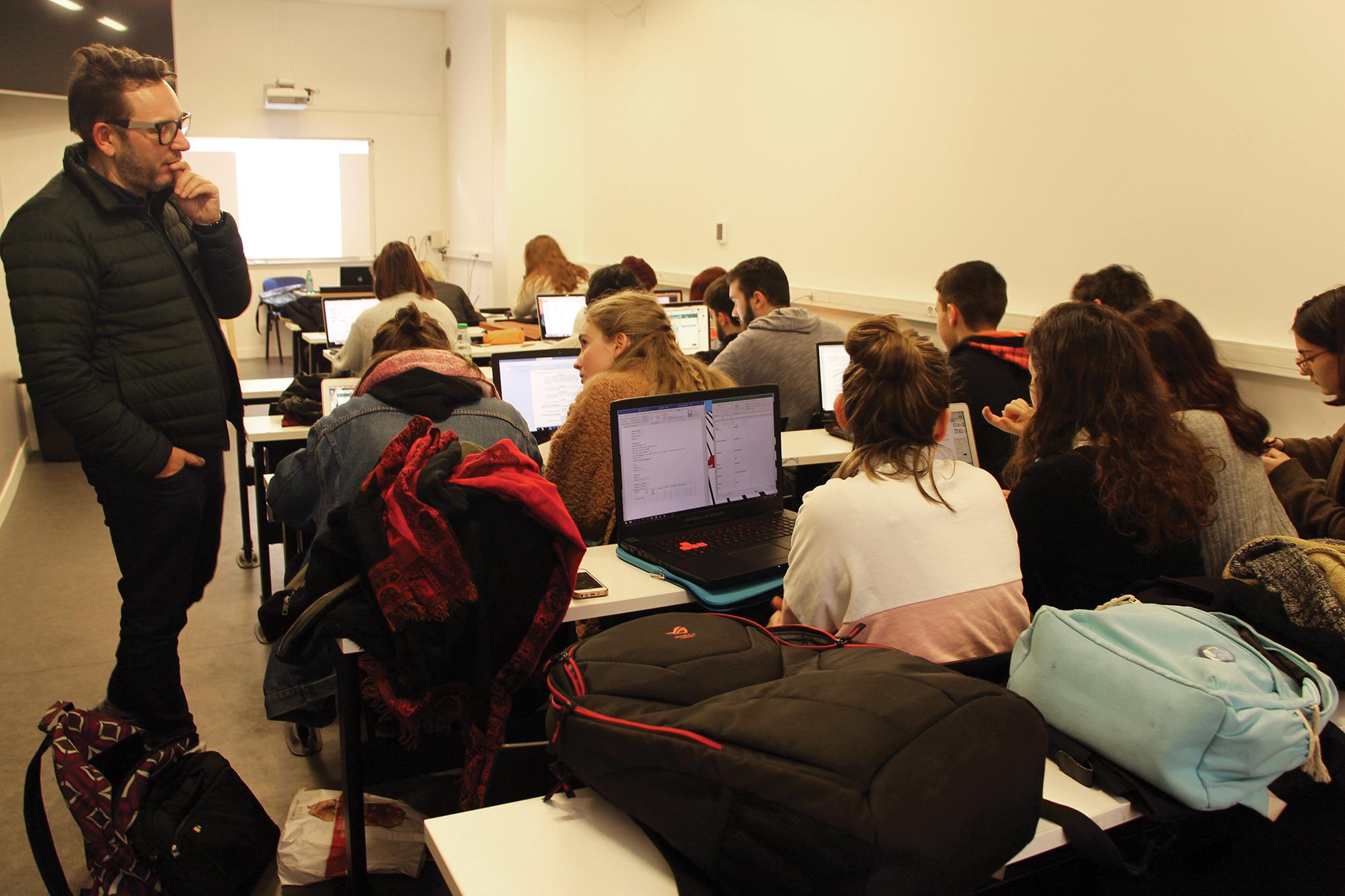 Maurice Hermet donne une masterclass Assistant Réalisateur aux étudiants Ynov Audiovisuel.